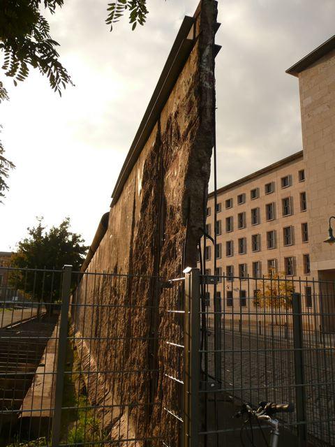 Berlin Wall lagi!
